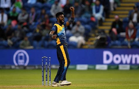 Sri Lanka players and coach test positive for COVID-19