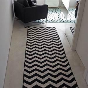 Tapis Graphique Noir Et Blanc : grand tapis de salon lavable tapis noir et blanc ~ Teatrodelosmanantiales.com Idées de Décoration