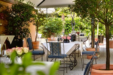Genießen Im Garten Des Salzburger Restaurant Buberlgut