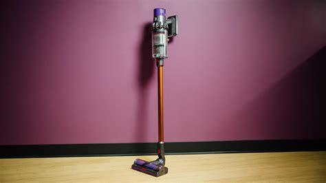 dyson akkusauger v10 dyson cyclone v10 seriously powerful cordless vacuum starts at 500 cnet