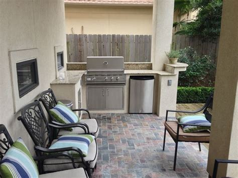 outdoor kitchen ideas for small spaces 25 best ideas about small outdoor kitchens on pinterest outdoor kitchens outdoor grill space