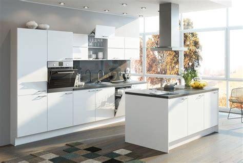 Küche Weiß Mit Holzarbeitsplatte by K 252 Chentraum In Wei 223 K 252 Che Kann So Einfach Sein K 252 Che