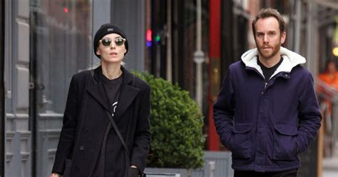 Rooney mara and joaquin phoenix are expecting their first child together. Rooney Mara et son petit ami Charlie McDowell font du ...