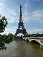 High definition photographs of the Eiffel Tower in Paris ...