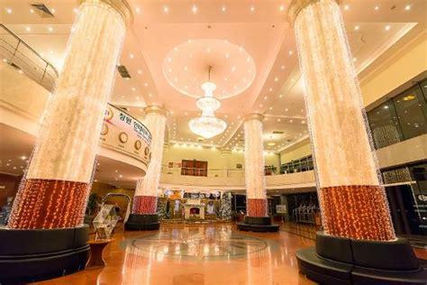 Saigon Halong Hotel  Updated 2017 Reviews & Price. Ista Hotel. Il Fogliano Hotel. Boracay Ecovillage Resort. Jin Jiang Cypress Hotel. Choupana Hills Resort And Spa. MCM Elegante Colorado Springs Hotel. Westin Chicago North Shore Hotel. Banyan Tree Seychelles Resort & Spa