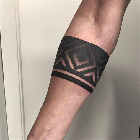 tatuajes de brazaletes  hombres tatuaje de brazalete