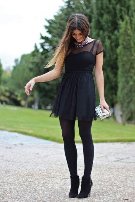 Vestido negro corto con medias
