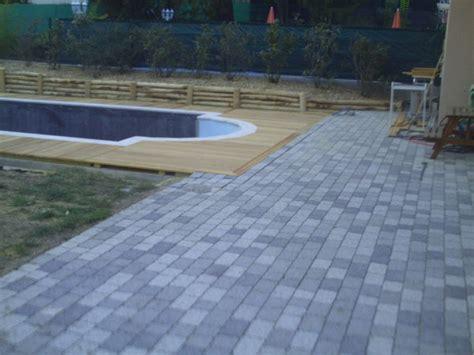 terrasse bois et pav 233 s autour d une piscine