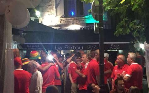 Troisième Mitemps à Angoulême Pour Les Supporters Gallois
