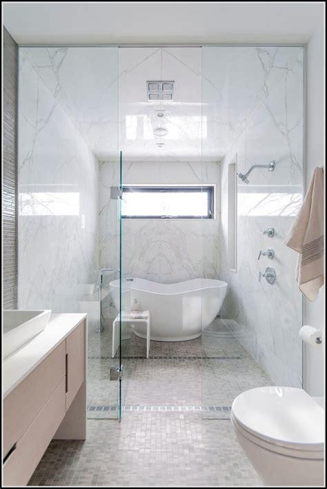 Kleines Badezimmer Welche Fliesengröße by Kleine Badezimmer Mit Dusche Und Badewanne Badewanne