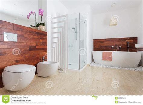 Modernes Weißes Badezimmer Stockfoto Bild Von Heizung