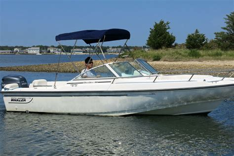Whaler Motorboat by Rent A Boston Whaler Dauntless 20 Motorboat In Barnstable