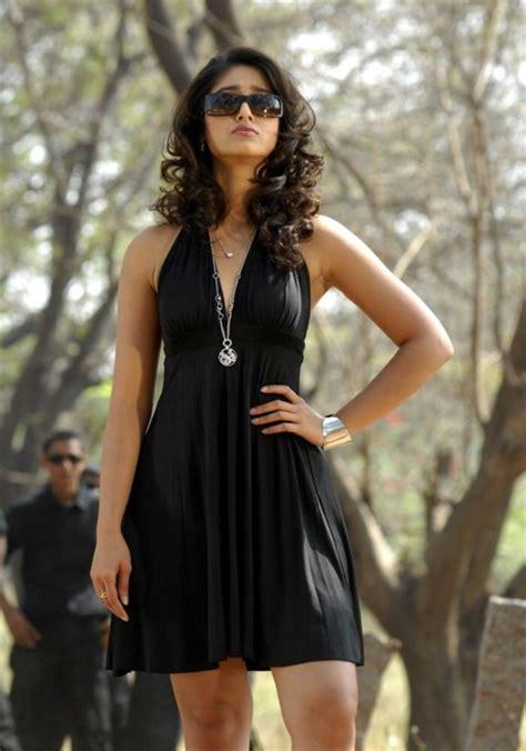 indian fashion ileana  cruz hot boobs