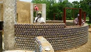 Haus Aus Stroh Bauen Kosten : recycling pet flaschen ziehen in nigeria solide h user hoch ~ Lizthompson.info Haus und Dekorationen