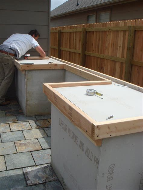 build outdoor kitchen cabinets