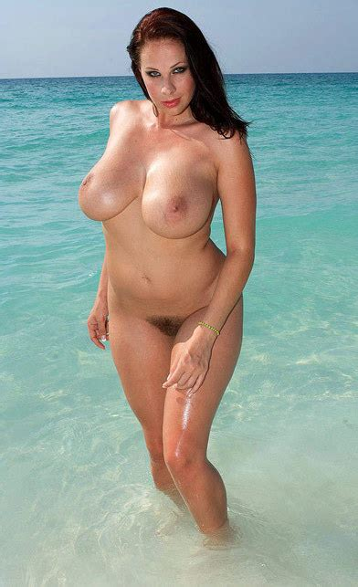 Gianna Michaels A Big Tits Outdoor Hairy Pussy Hour Glass