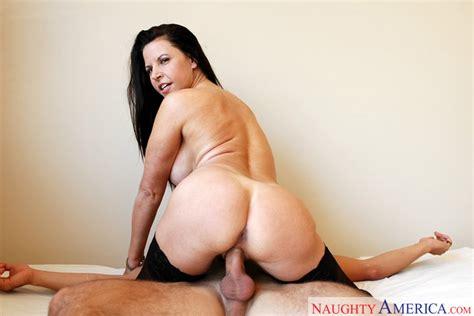 Selena Steele & Kyle Moore in My Friend's Hot Mom - Naughty America HD Porn Videos