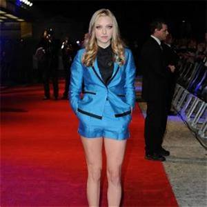 Amanda Seyfried   Amanda Seyfried's High Heel Slip In Time ...