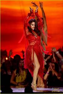 Selena Gomez -- MTV Movie Awards 2013 Performance Pics ...
