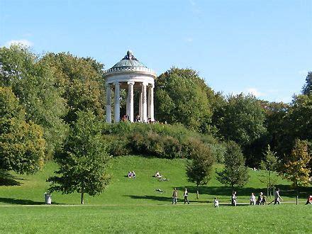 Englischer Garten Veranstaltungen München by Munich S Englischer Garten Bucolic To The Max