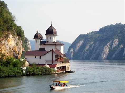 danube cruise lets cyclists explore   legendary