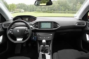 Interieur Peugeot 2008 Allure : comparatif vid o peugeot 308 sw volkswagen golf sw la revanche ~ Medecine-chirurgie-esthetiques.com Avis de Voitures