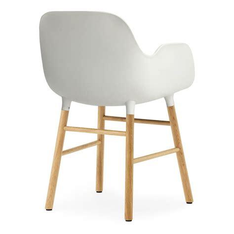 chaise avec accoudoirs chaise avec accoudoirs form blanc normann copenhagen