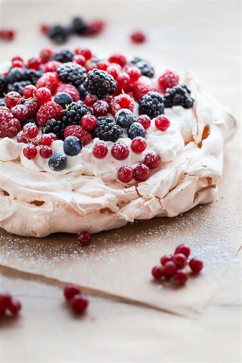25 best ideas about pavlova on pavlova recipe pavlova cake and meringue pavlova