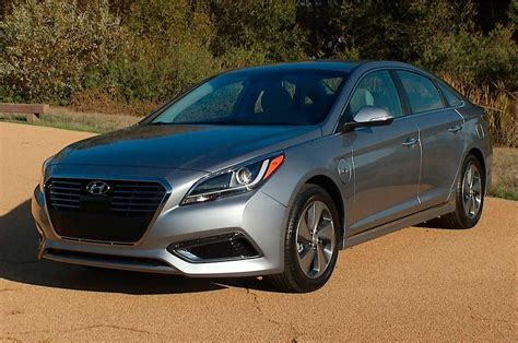 2016 Hyundai Sonata Hybrid Reviews and Rating | Motor Trend