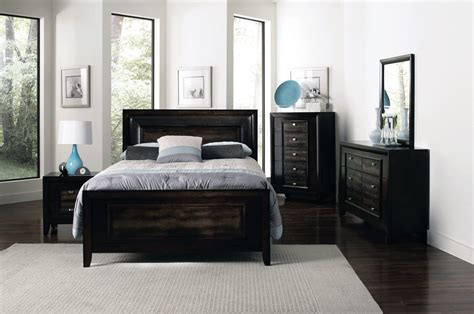 Acme Furniture Hailee Bedroom Collection Transitional