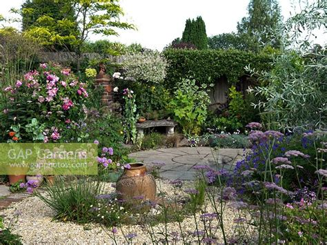 Gap Gardens A Circular Themed Gravel Garden And Patio With