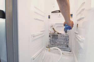 que hago si mi heladera enfria arriba y abajo no ner