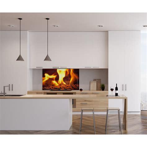 feu de cuisine fond de hotte feu flamme orange verre et alu credence