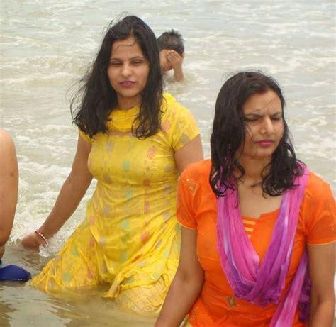 Desi Girls Bathing In River Hd Photos Beautiful Desi