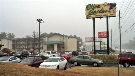 olive garden birmingham al huntsville searching for robbery suspect last seen