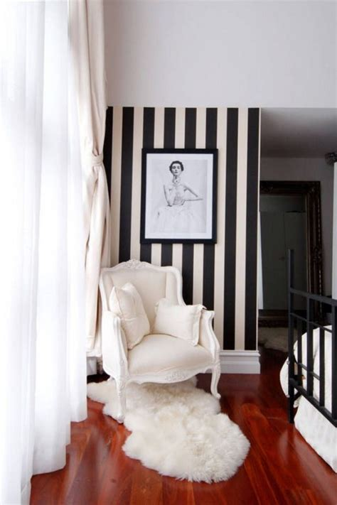 gorgeous striped wallpaper   room  pics
