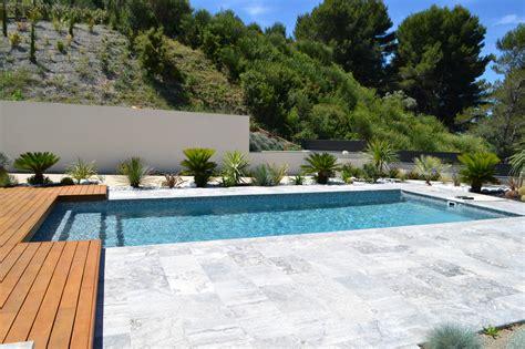 amenagement paysager autour d une piscine creusée am 233 nagement paysager contemporain de jardini 232 res autour d
