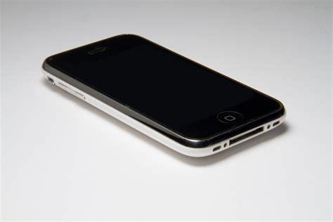 tracfone iphone apple iphone 3gs 16gb bluetooth wifi 3g white phone att