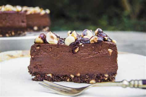 vegan chocolate hazelnut pie aka nutella pie