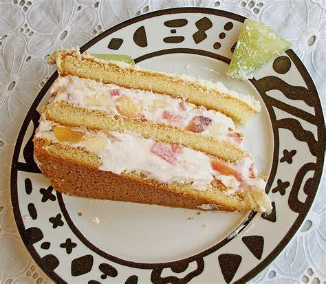 Dessert  Kuchen  Torte Aus Quark, Joghurt Und Obst Auf 3