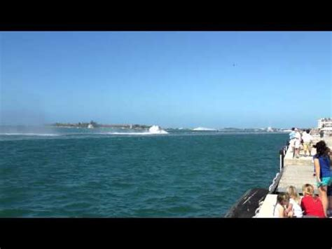 Boat Crash Jupiter by Boat Goes Vertical At Boynton Inlet Doovi