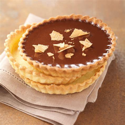 un dessert au chocolat tartelettes fondantes au chocolat caramel d 233 lices