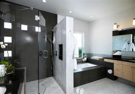 Moderne Badezimmer Mit Trennwand by Modernes Badezimmer Bietet Mehr Komfort An