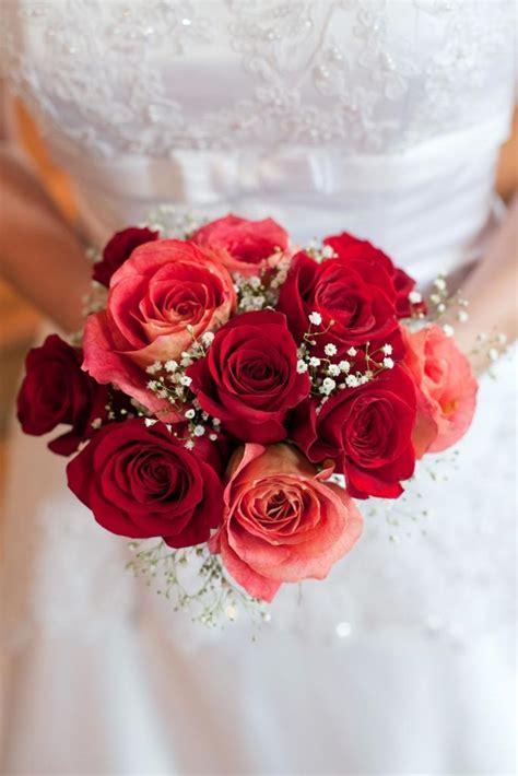 brautstrauss aus roten rosen heiraten mit brautde