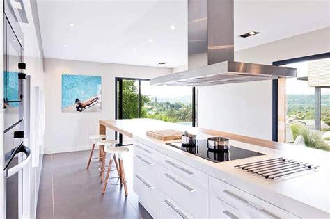 baie de cuisine villa contemporaine en bois par damien carreres lyon