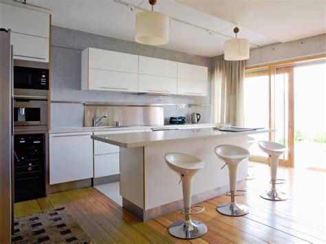 Make Yourself A Legendary Host By Having Your Kitchen Island With Seating