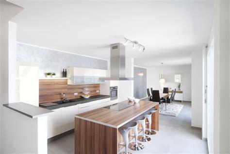 Küche Mit Essplatz Und Esszimmer Bauemotionde