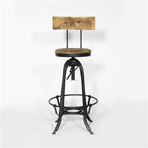 cuisine avec bar table tabouret de bar industriel métal et bois avec dossier