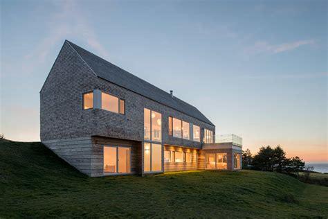 minimalist slope house blends  natural surroundings
