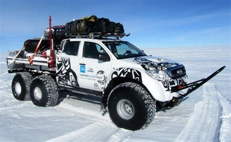 Get this car in here : Arctic Trucks Hilux 6x6